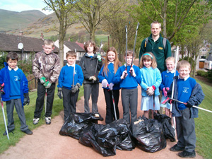 Guy Harewood and pupils with the litter they collected